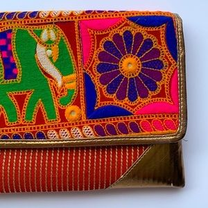 UNBRANDED | Woven tapestry clutch